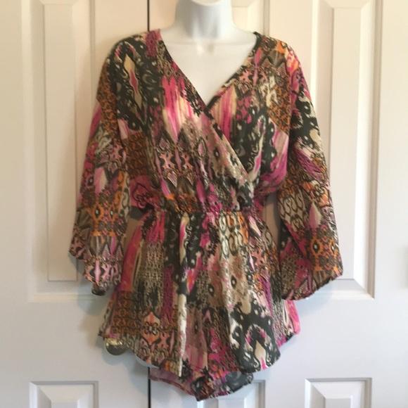 Elan Dresses & Skirts - ELAN Shorts Romper with long wide sleeves, Sz M